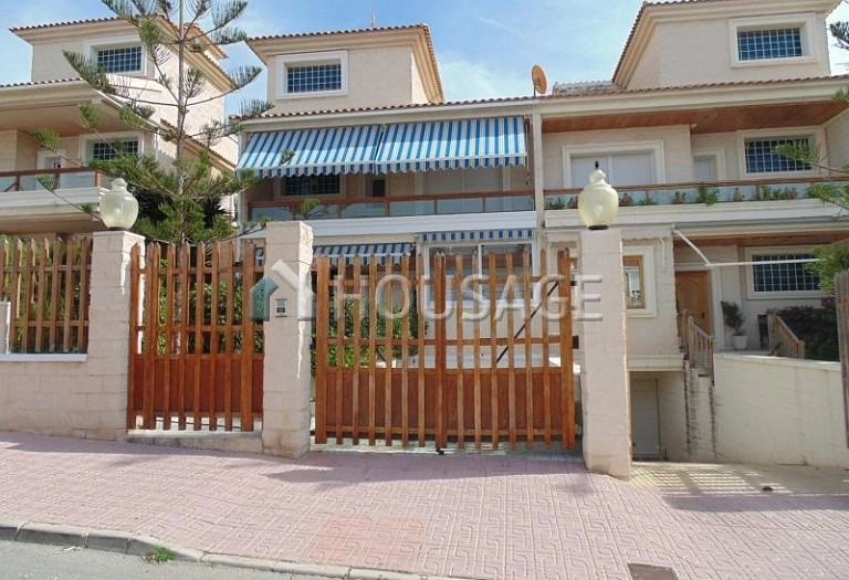 7 bed villa for sale in Torrevieja, Spain, 630 m² - photo 2