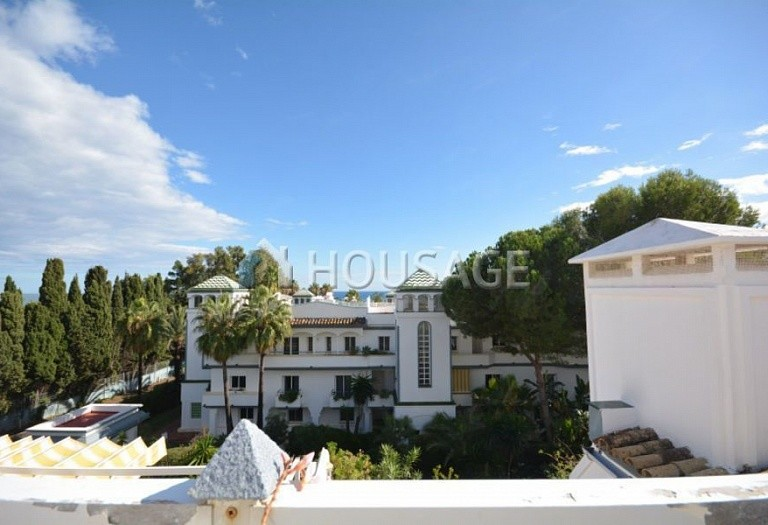 3 bed apartment for sale in Estepona, Spain, 123 m² - photo 1