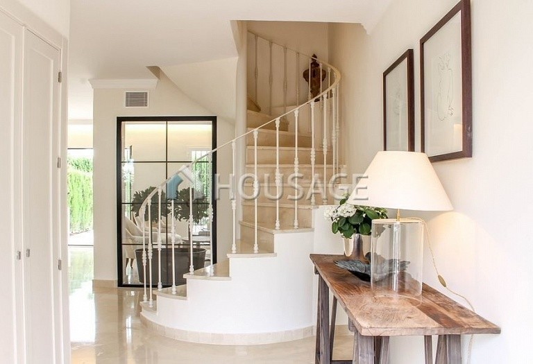 Townhouse for sale in Nueva Andalucia, Marbella, Spain, 263 m² - photo 2