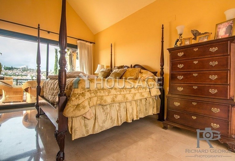 Flat for sale in Atalaya, Estepona, Spain, 300 m² - photo 3