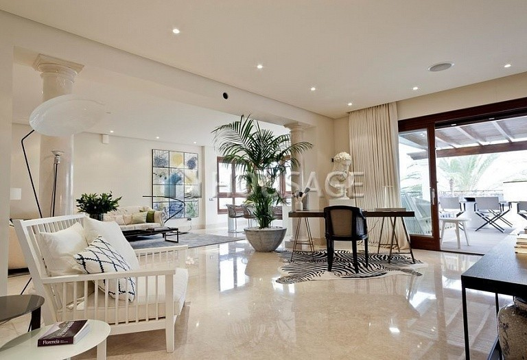 Flat for sale in Los Monteros, Marbella, Spain, 749 m² - photo 8