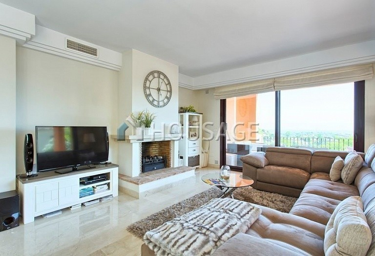 Apartment for sale in Los Almendros, Benahavis, Spain, 189 m² - photo 1