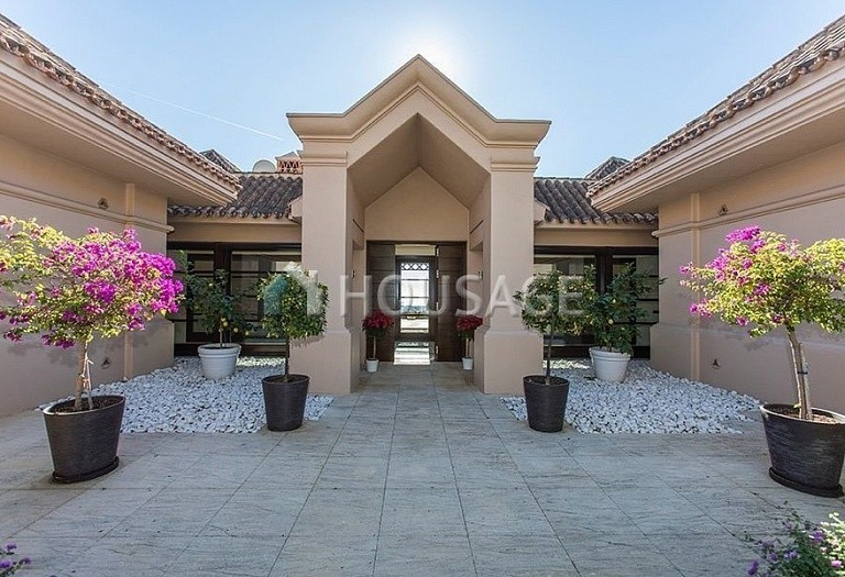 Villa for sale in Nueva Andalucia, Marbella, Spain, 992 m² - photo 13