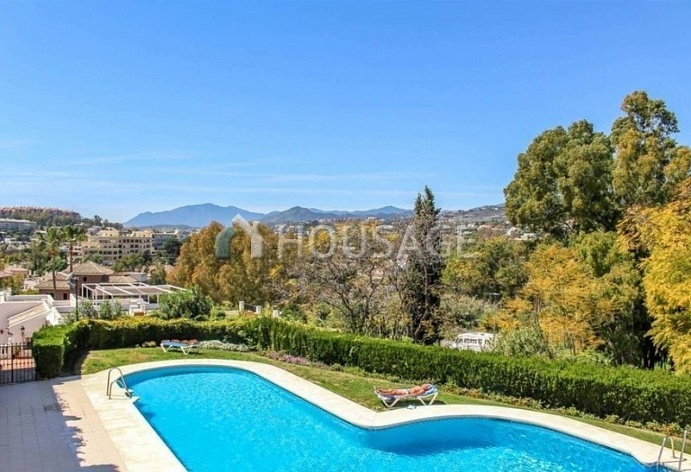 Townhouse for sale in Nueva Andalucia, Marbella, Spain, 249 m² - photo 1