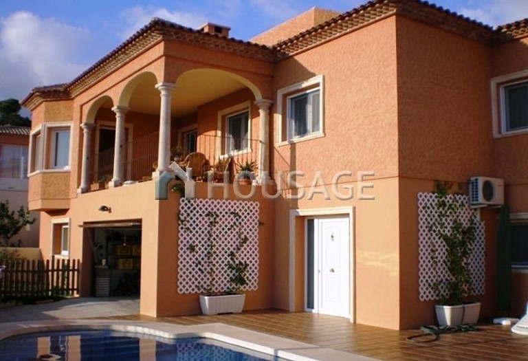 6 bed villa for sale in La Nucia, Spain, 350 m² - photo 1