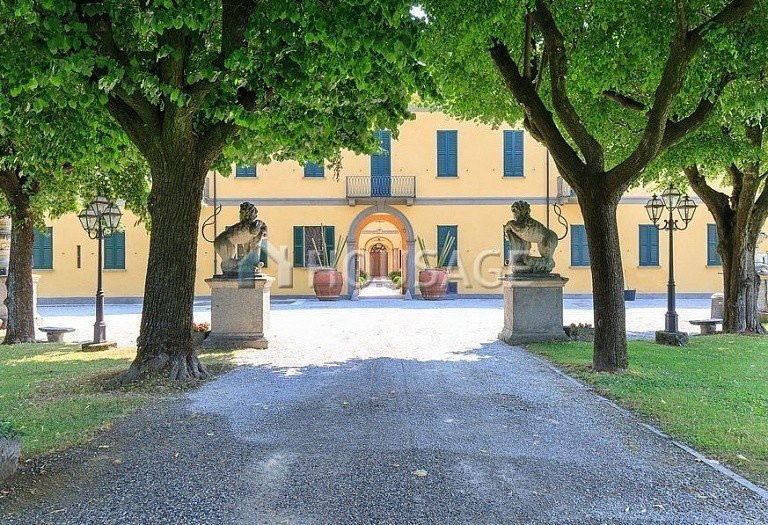 Villa for sale in Milan, Italy, 8000 m² - photo 3