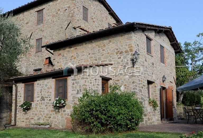 5 bed villa for sale in Lucca, Italy, 305 m² - photo 16