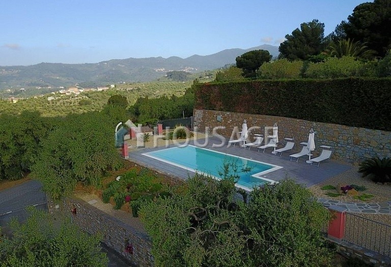 6 bed villa for sale in Diano Marina, Italy, 350 m² - photo 20