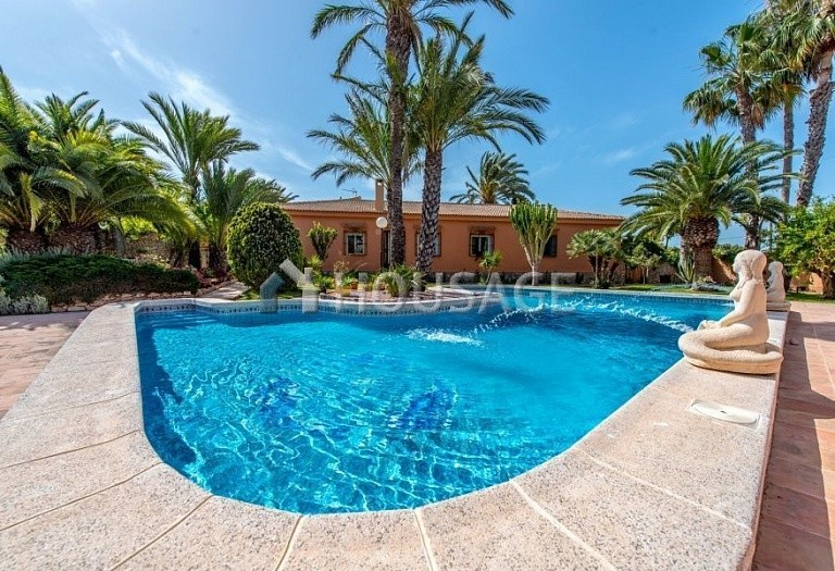 5 bed villa for sale in Torrevieja, Spain, 283 m² - photo 1