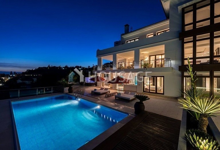 Villa for sale in El Paraiso Alto, Benahavis, Spain, 1250 m² - photo 1
