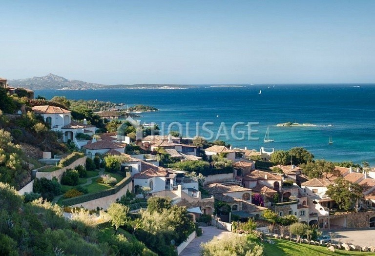 Hotel for sale in Sardinia, Italy, 9500 m² - photo 1