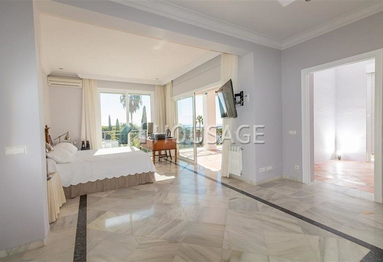 Villa for sale in Las Chapas, Marbella, Spain, 395 m² - photo 14