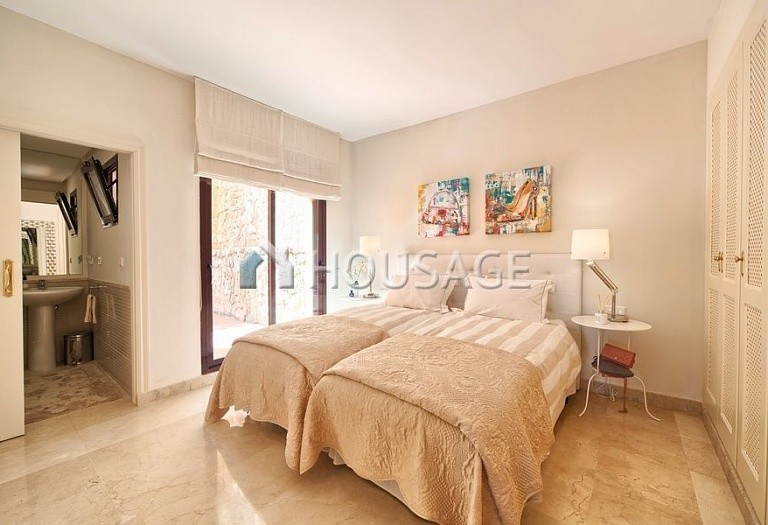 Apartment for sale in Los Almendros, Benahavis, Spain, 189 m² - photo 18