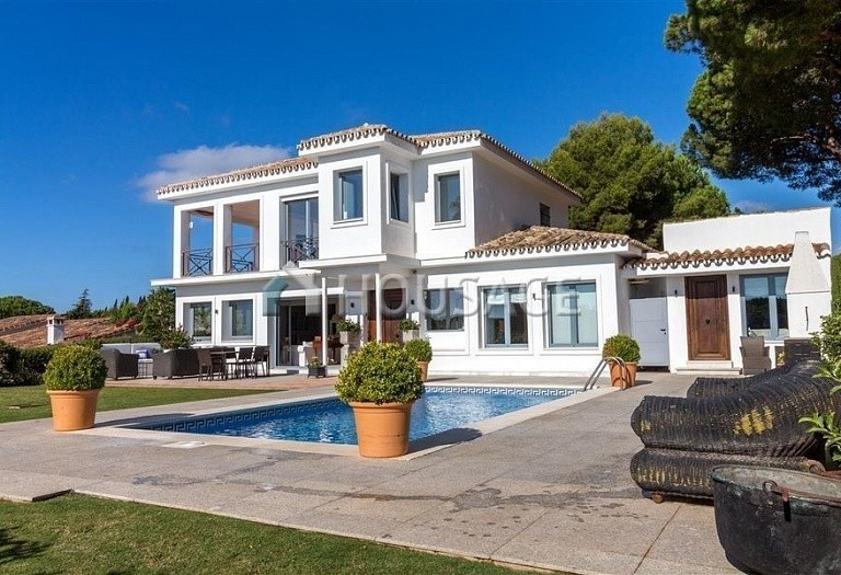 Villa for sale in Las Chapas, Marbella, Spain, 395 m² - photo 1