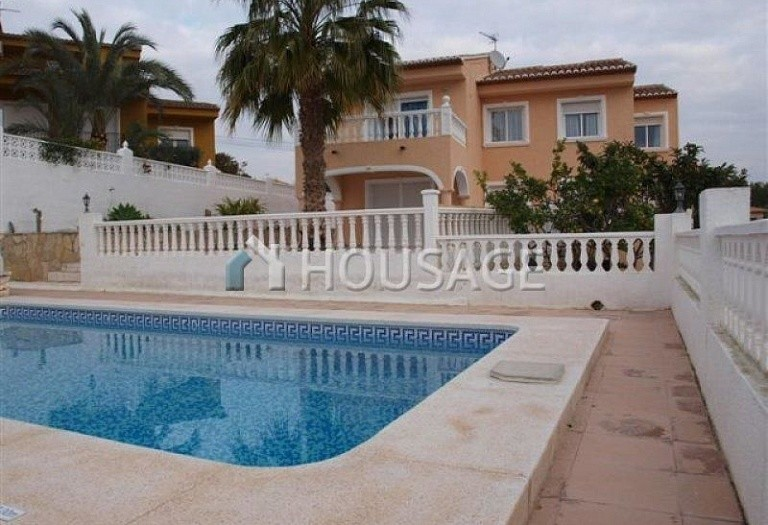 6 bed villa for sale in Calpe, Calpe, Spain - photo 1