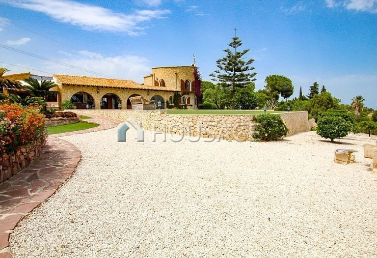 4 bed villa for sale in Benisa, Spain, 517 m² - photo 2