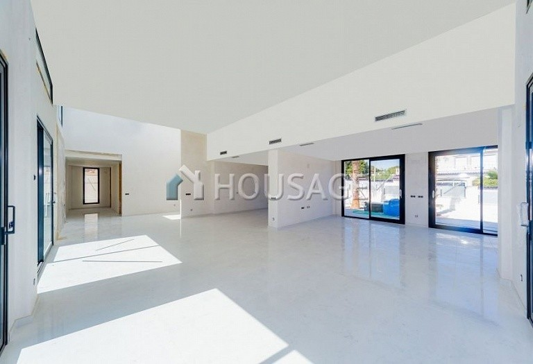 4 bed villa for sale in Torrevieja, Spain, 285 m² - photo 3