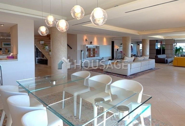 Flat for sale in Marbella, Spain, 661 m² - photo 1