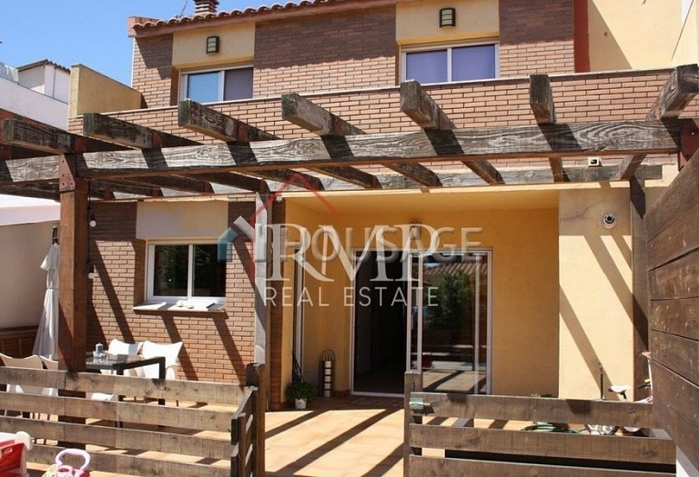 4 bed townhouse for sale in Pineda de Mar, Spain, 156 m² - photo 4