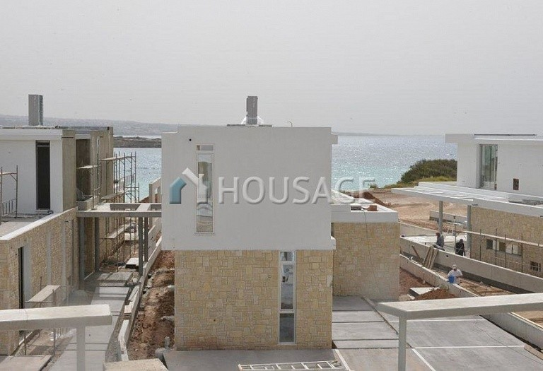 4 bed villa for sale in Coral Bay, Pafos, Cyprus - photo 21
