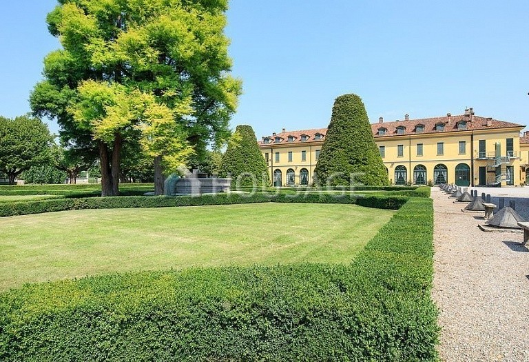 Villa for sale in Milan, Italy, 8000 m² - photo 10