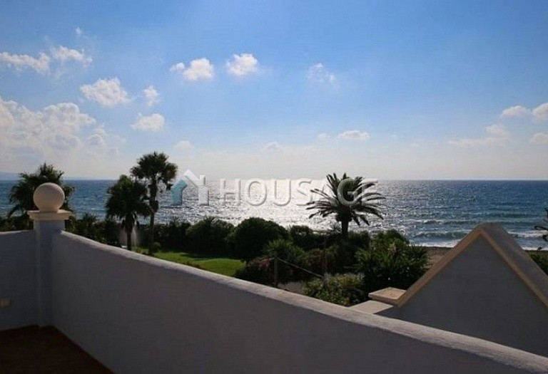 Villa for sale in Puerto Banus, Marbella, Spain, 380 m² - photo 1