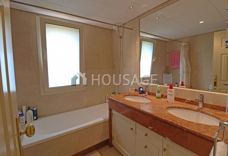 Flat for sale in Marbella Golden Mile, Marbella, Spain, 390 m² - photo 17