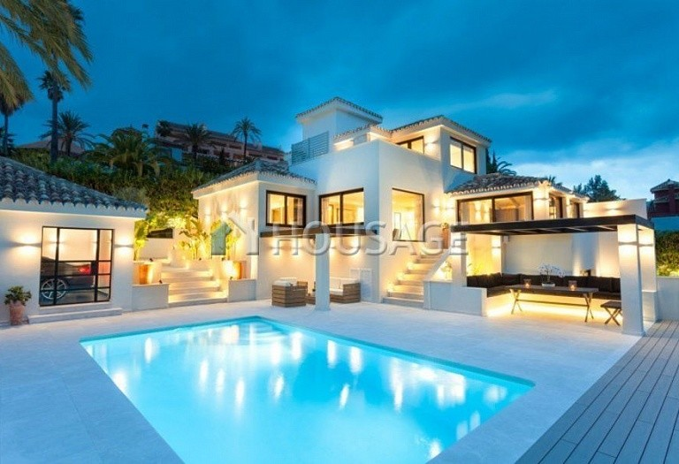 Villa for sale in Nueva Andalucia, Marbella, Spain, 263 m² - photo 1