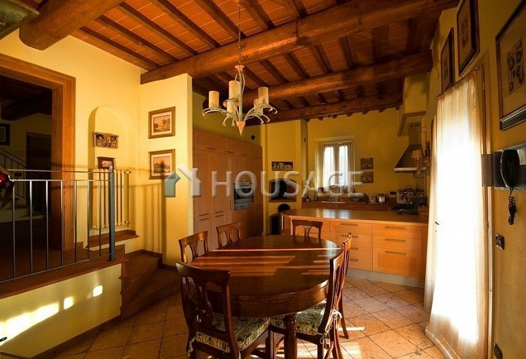 4 bed villa for sale in Florence, Italy, 500 m² - photo 2