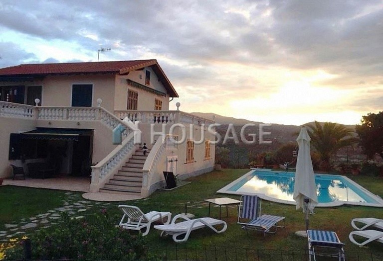 4 bed villa for sale in Camporosso, Italy, 366 m² - photo 1