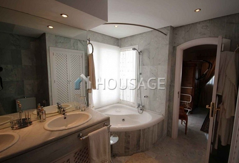 Townhouse for sale in Marbella, Spain, 234 m² - photo 13