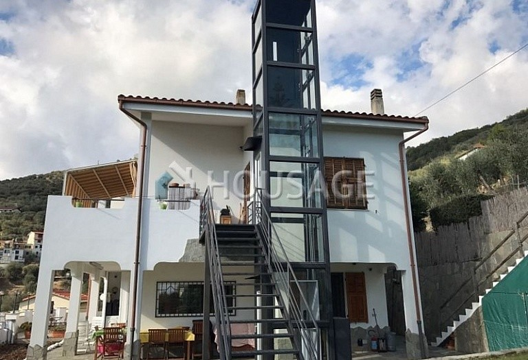 6 bed villa for sale in Castellaro, Italy, 240 m² - photo 20