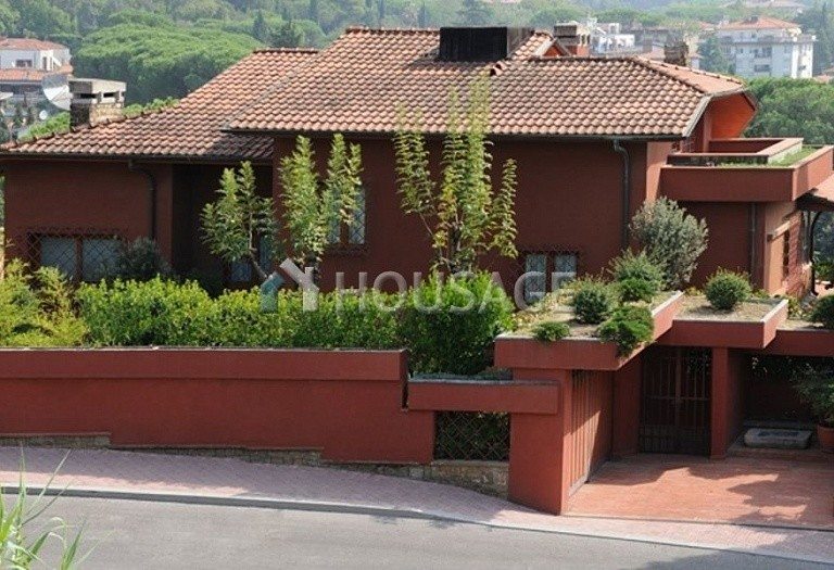 Villa for sale in Montecatini Terme, Italy, 850 m² - photo 1