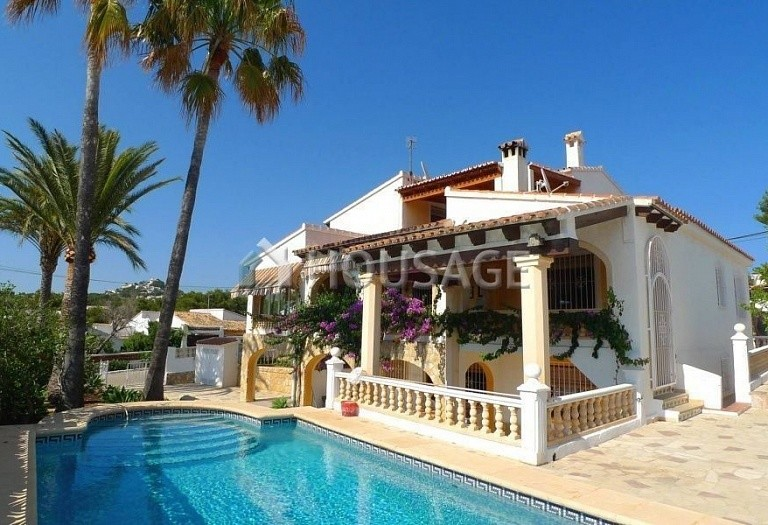 7 bed villa for sale in Moraira, Spain - photo 1