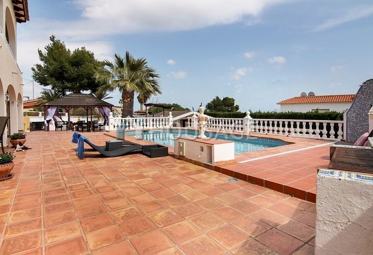 5 bed villa for sale in Alfaz del Pi, Spain, 320 m² - photo 2