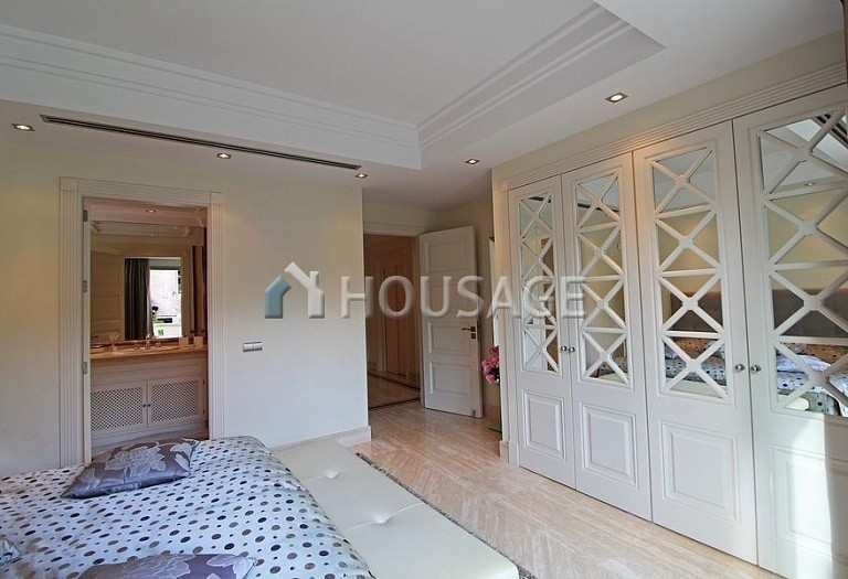 Townhouse for sale in Sierra Blanca, Marbella, Spain, 400 m² - photo 12