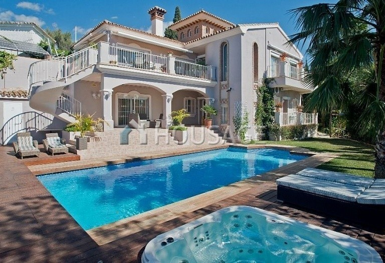 Villa for sale in El Rosario, Marbella, Spain, 311 m² - photo 1