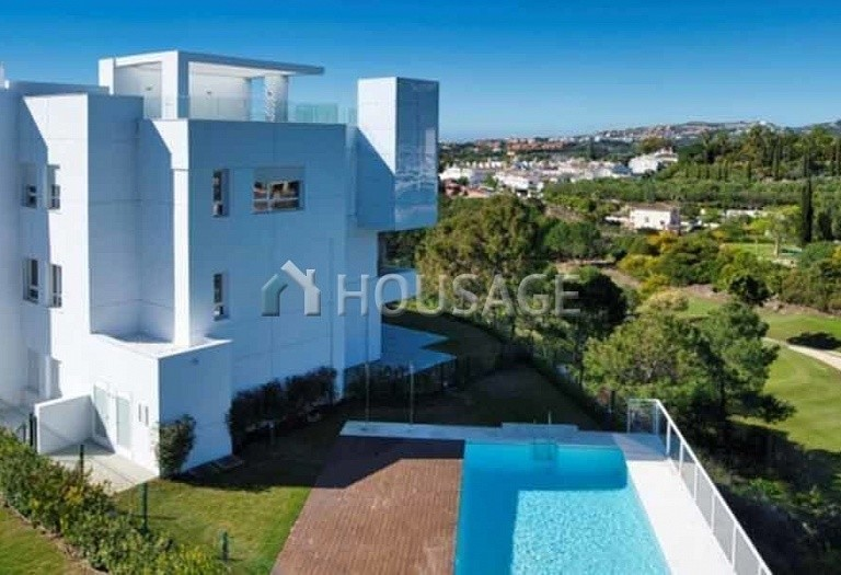 3 bed flat for sale in Benahavis, Spain, 136 m² - photo 1
