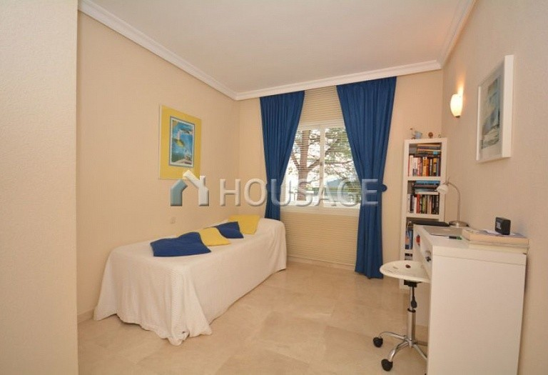 3 bed apartment for sale in Estepona, Spain, 123 m² - photo 8