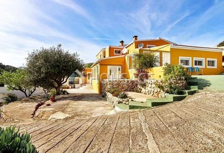 8 bed a house for sale in Gata de Gorgos, Spain, 260 m² - photo 1