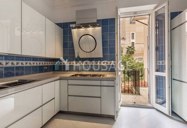3 bed flat for sale in Rome, Italy, 200 m² - photo 12