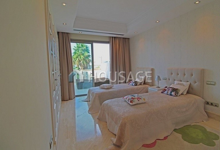 Townhouse for sale in Sierra Blanca, Marbella, Spain, 400 m² - photo 7