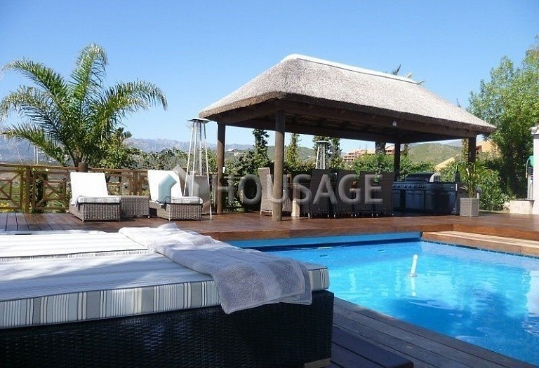 Villa for sale in El Rosario, Marbella, Spain, 311 m² - photo 2