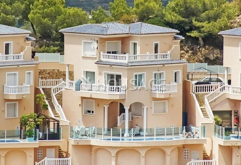 4 bed house for sale in Benitachell, Spain, 200 m² - photo 1