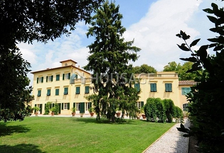 Villa for sale in Pisa, Italy, 1300 m² - photo 1