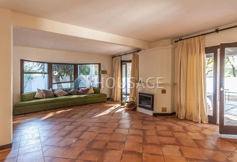 Villa for sale in Elviria, Marbella, Spain, 230 m² - photo 2