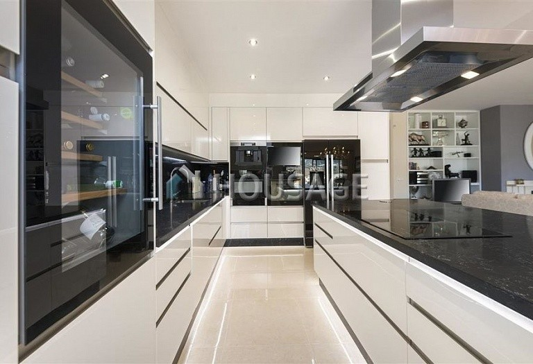 Flat for sale in Rio Real, Marbella, Spain, 300 m² - photo 5