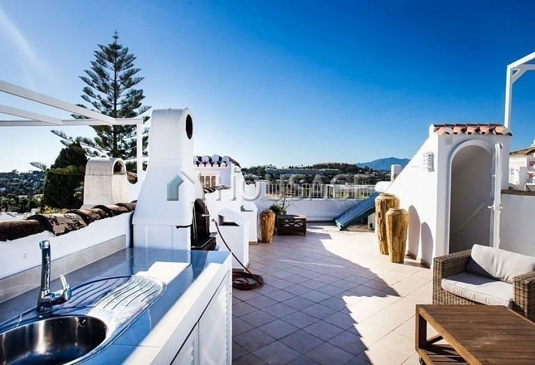 Townhouse for sale in Nueva Andalucia, Marbella, Spain, 249 m² - photo 2
