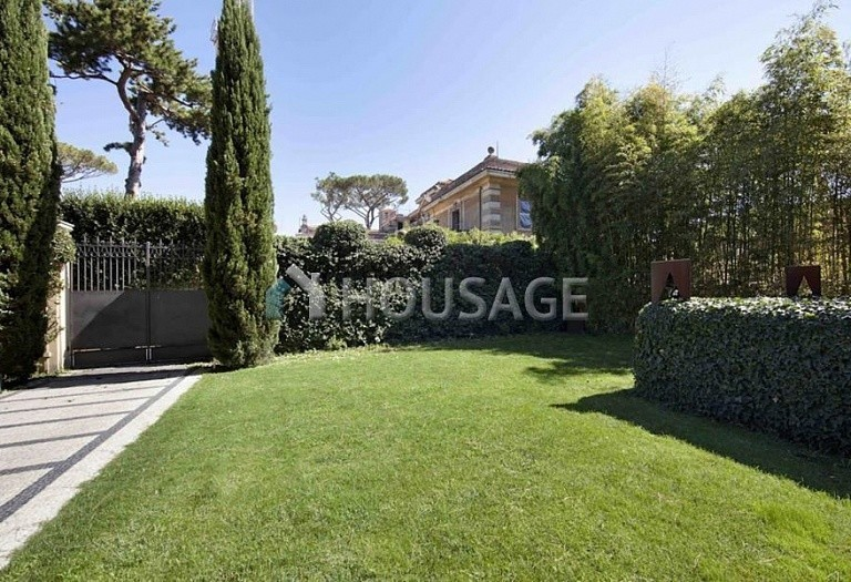 3 bed flat for sale in Rome, Italy, 550 m² - photo 2