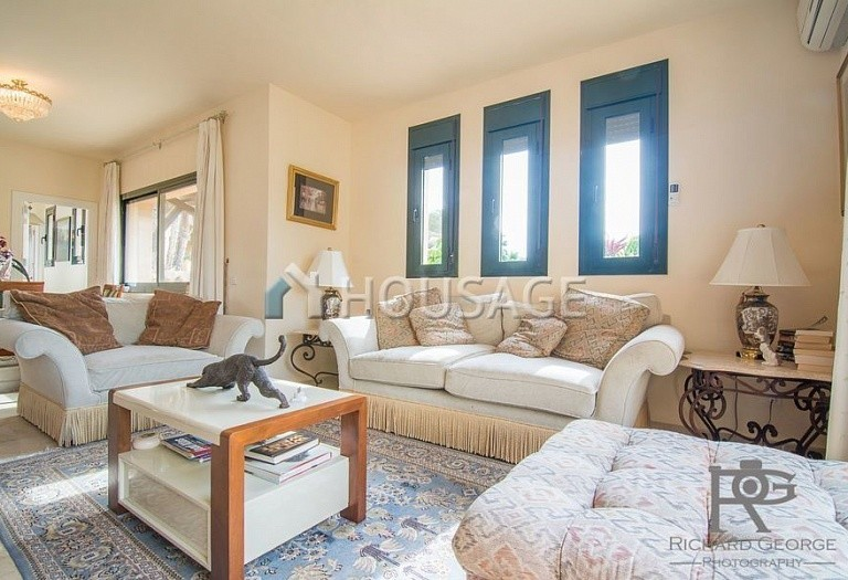 Flat for sale in Atalaya, Estepona, Spain, 300 m² - photo 11